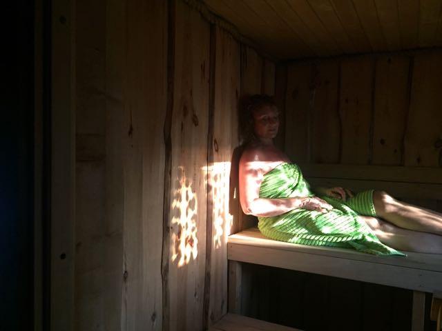 Tämä kuva on otettu toissa kesänä Saarenmaalla, kun kuvasimme Luhta-Homen pyyhkeitä.  Stylistinä ja maskeeraajana oli Ida Jokikunnas ja kuvan otti valokuvaaja Johanna Myllymäki.