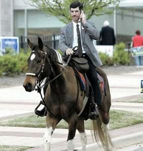 Haloja. Hevosen selässä. Joo. Tuun just.