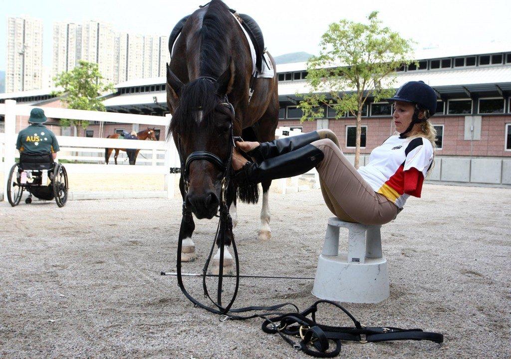 No kyllähän nyt suotset tällä tavalla hevoselle saa. Kun osaa! Kuva: Bettina Eistel