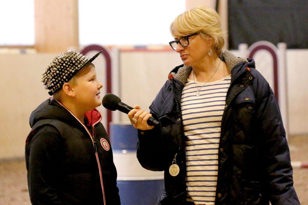 Kaverit kohtaavat haastattelun merkeissä. Arvi <3. Kuva: Terhi Paavola
