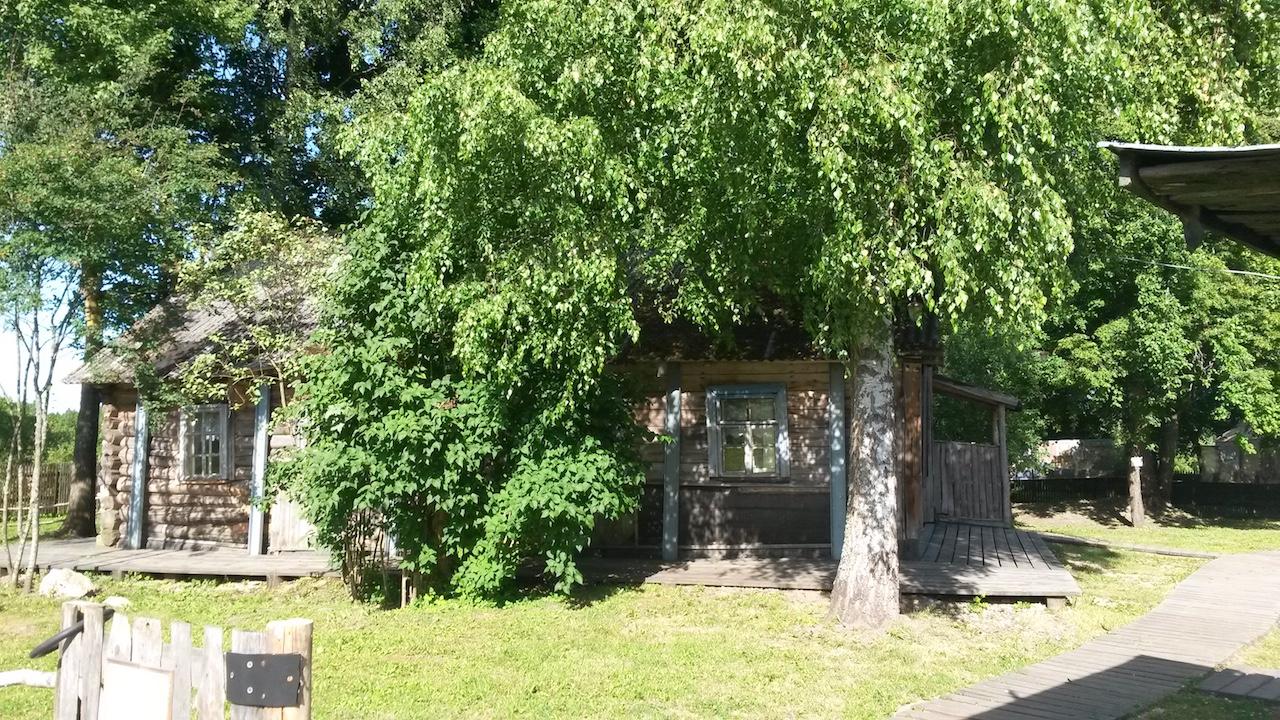 Puškinin kotitilalla Mihailovskojessa museo on talossa, jossa Dovlatov asui toimiessaan matkaoppaana 70-luvulla. Kuva: Pauli Tapio