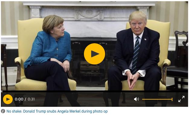 Yhdysvaltojen presidentti Donald Trump ei kätellyt kuvaajia varten Saksan liittokansleri Angela Merkelin kanssa Washingtonissa 17. päivä maaliskuuta 2017.