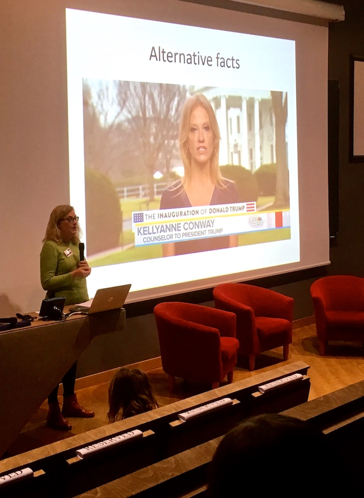 Elza Dunkels luennoi nuorten Youth.Media.World -konferenssissa Narvassa 8.11.2017.
