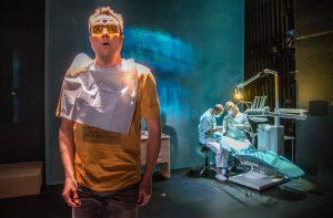Esa-Matti Long on Pekka Kirnuvaara, jonka hammassärky johtaa suureen seikkailuun. (kuva Tuomo Manninen)