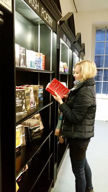 kirjakaupassa