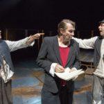 Suomen hauskin mies -näytelmä vie katsojan kauheuksiin ja iloon