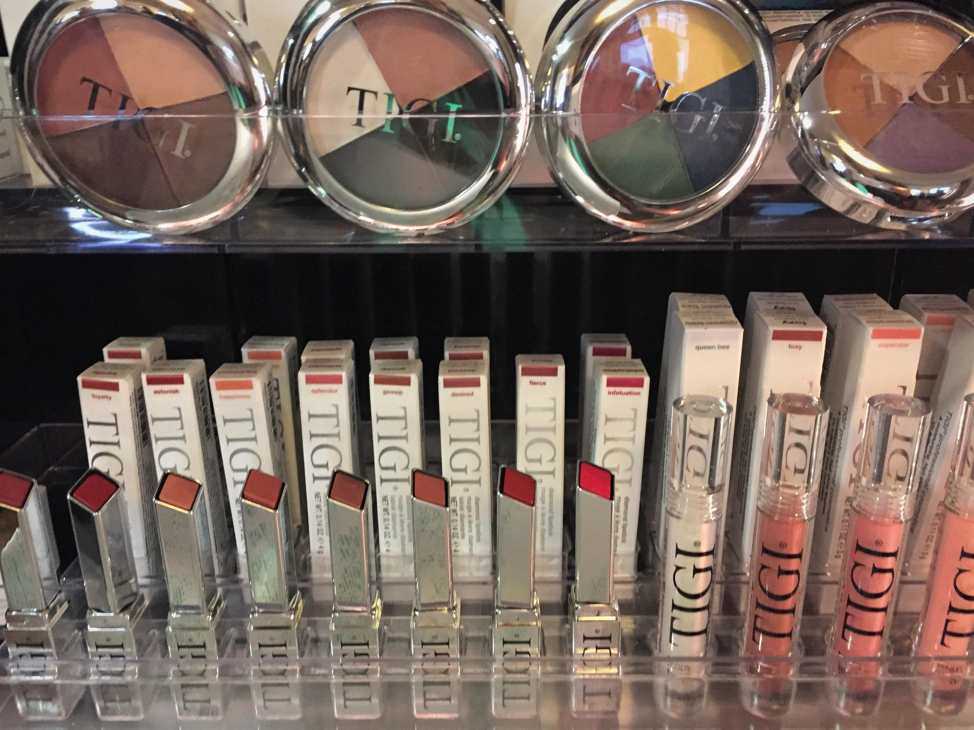 TIGIN meikeissä on mukavasti pigmenttia ja kohtuullinen hinta.