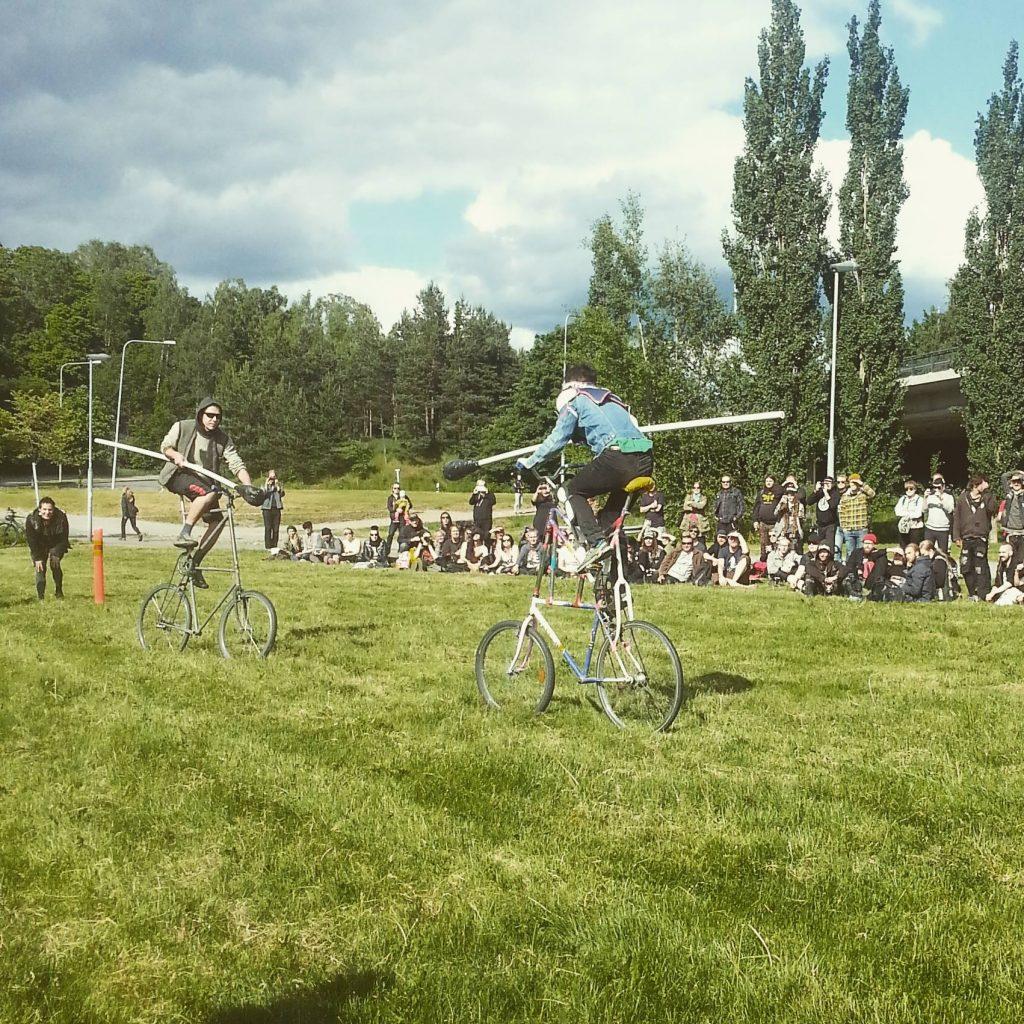 Keikkojen yhteydessä käytiin myös bike warsit!