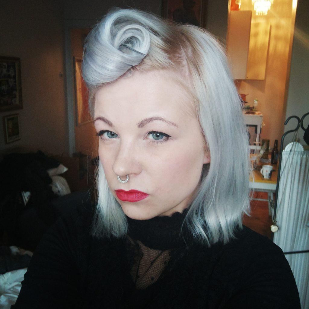 Tässä kuvassa olen minä ihan itse, vaikka naamassani on meikkiä ja sen päällä on filtteri.