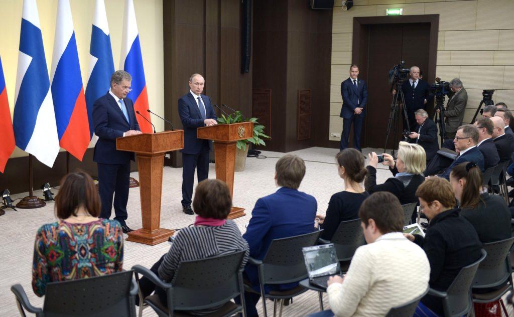 Presskonferens efter rysk-finskt samtal. Klicka på bilden för att komma till sidan med textad video. Bild: kremlin.ru.