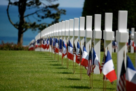 French and American flags marking the graves at the American Military Cemetary at Omaha Beach. Source: Paris Perfect – 70th Anniversary of D-Day. Author: Mary Ann Grisham.