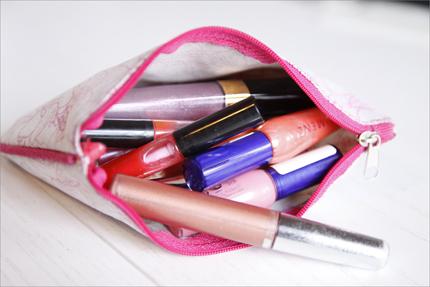 Huulikiiltoinvaasio meikkipussissa