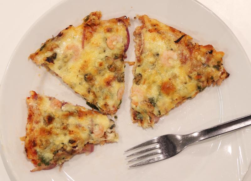 Testissä pizzerian kukkakaalipohjainen pizza!