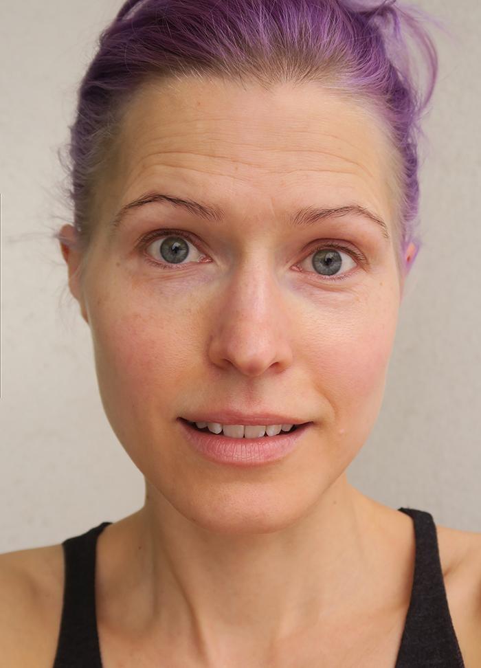 Kalpeasta hehkuvaan - ajatuksia ihosta ja haaste äidin meikkipussilla