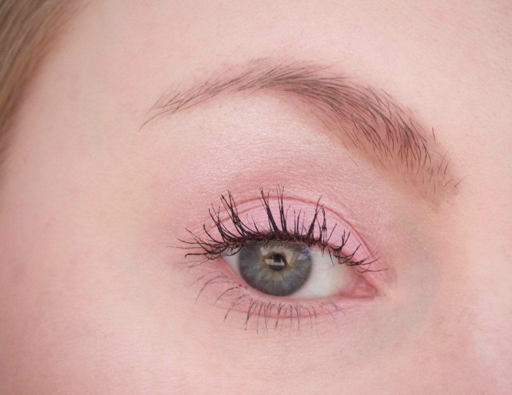 Pinkki silmämeikki