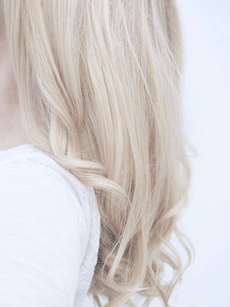Hiusten kaksoispuhdistus ostolakossa