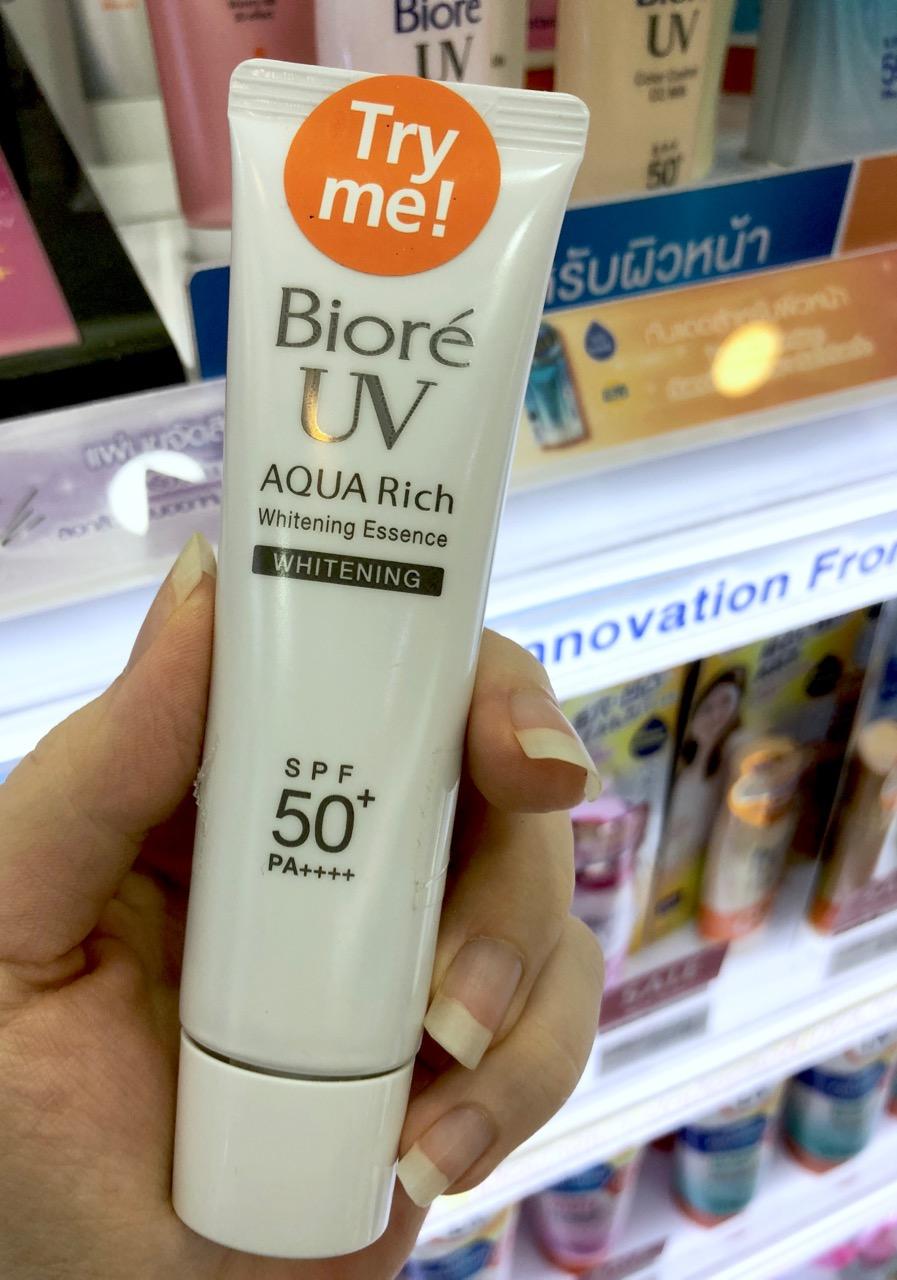 Bioré UV AQUA Rich Whitening Essence SPF50+ PA++++ Ostolakossa aurinkovoide kasvoille