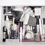 Omistan yli 100 kiloa kosmetiikkaa – pitäisikö siitä tuntea syyllisyyttä?