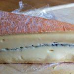 Morbier-tuhkaraitajuusto & Chimay-olutjuusto