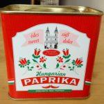 Unkarilaista lihapataa ja marjoja mascarponemoussella