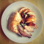 Harvinaisen hyvin paistettua kananpoikaa (Paleokeittokirja) jaliemenkeittelyä