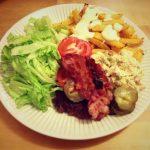 Burgeriateria ja raikkaampi waldorfinsalaatti