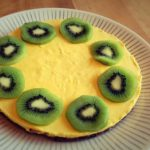 Pirteä mango-sitruunaraakakakku (pähkinätön)