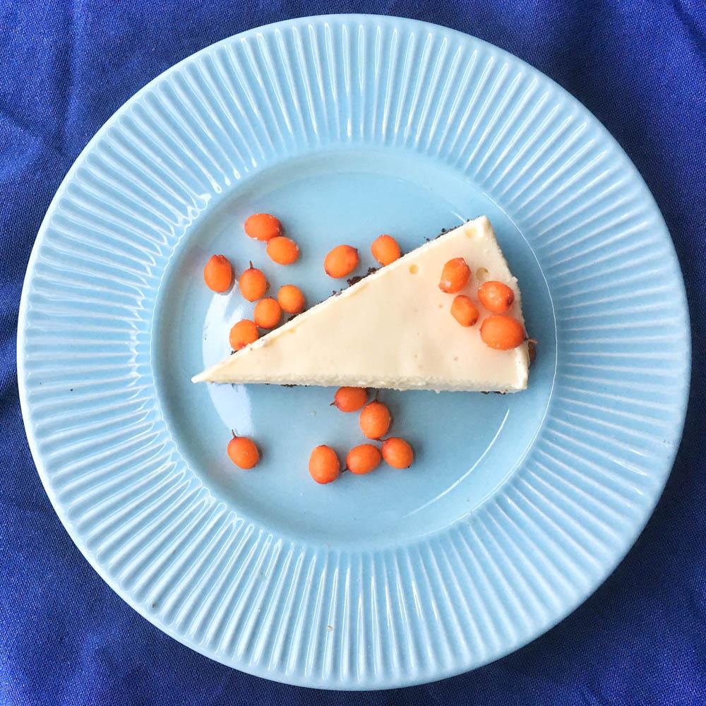 runsasproteiininen mangojuustokakku