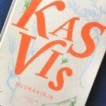 Kuohkea suklaamousse inspiroivasta Kasvis-ruokakirjasta