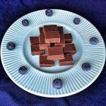 Kuusenkerkkä sopii suklaa-maapähkinävoifudgen mausteeksi
