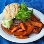 Täydellinen poroburgeri leipäjuustolla ja ruokavastuukokeilun ruokalistat