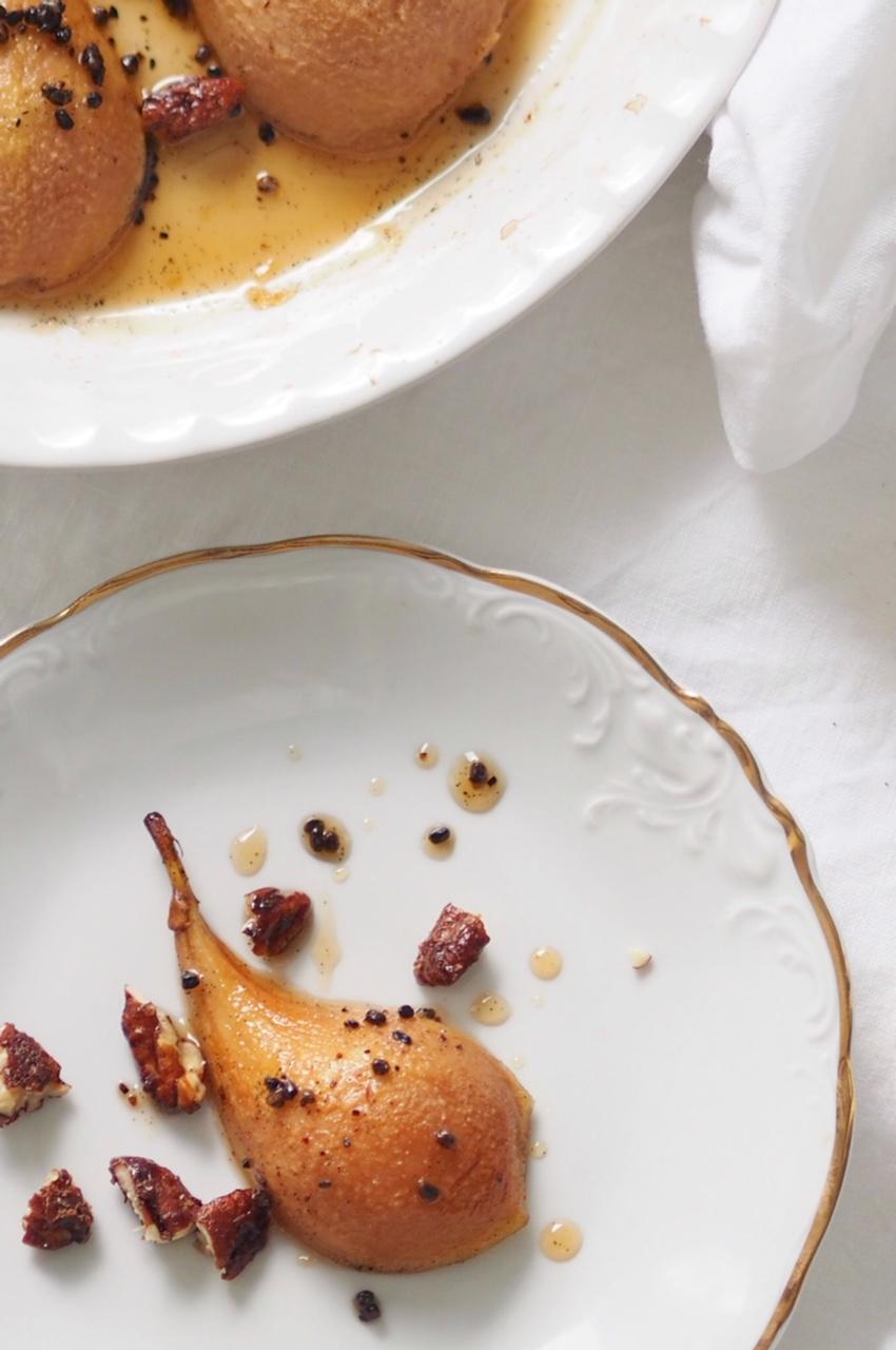 Kardemummalla maustetut uunipäärynät