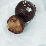Suklaakuorrutteiset vegaaniset toffeepallerot