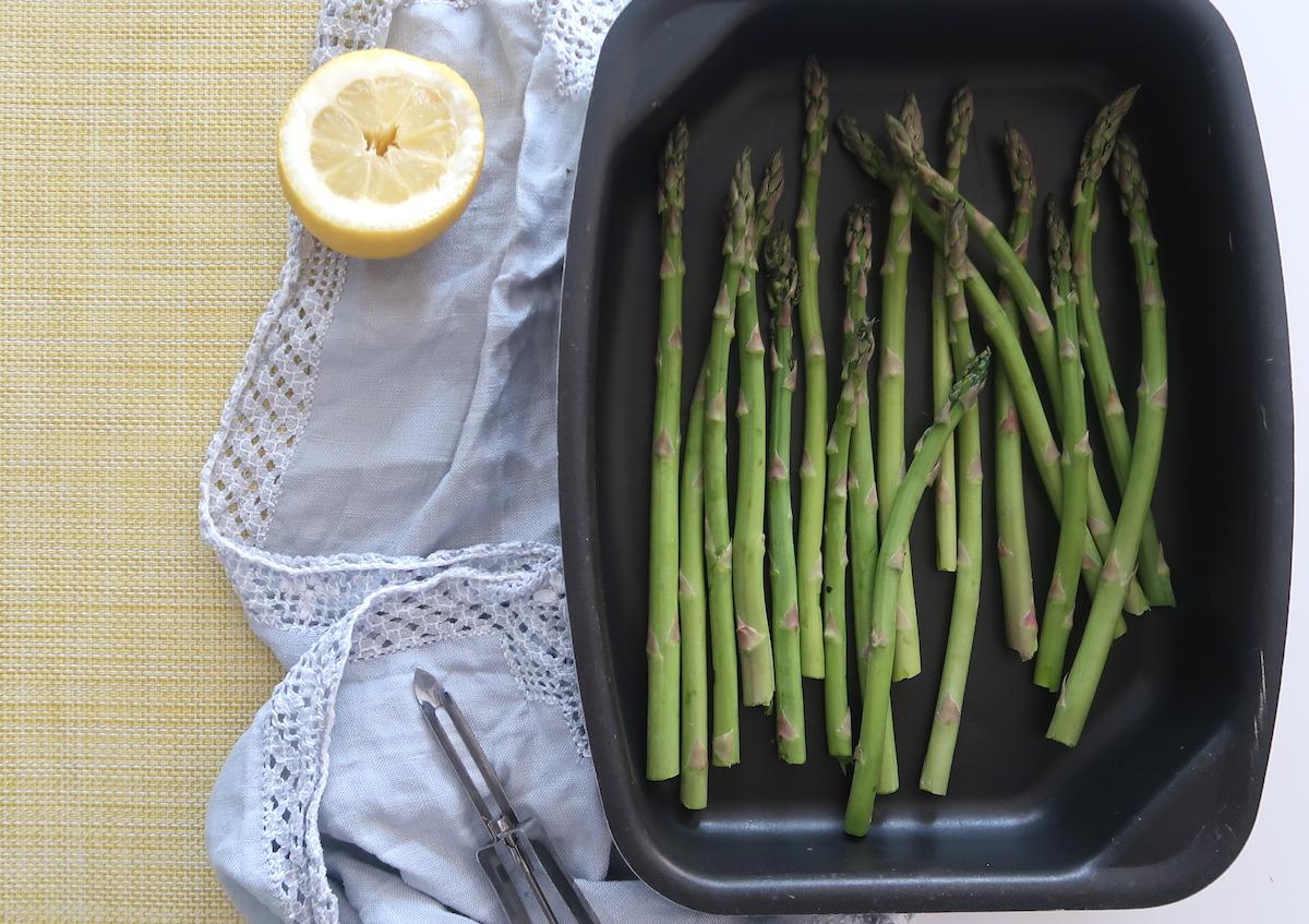 Lämmin peruna-lehtikaalisalaatti, parsaa ja tempeä (VG)