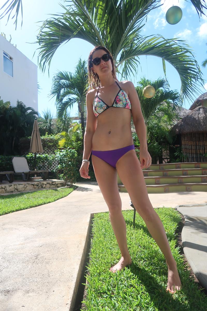 linda bikini seisova