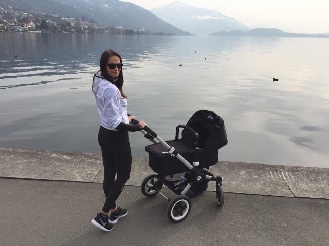 Kävelyllä pikkumiehen kanssa Zug järven rannalla. Näkymät kävelyreitin varrella ja ihana keväinen sää saa hymyn huulille.