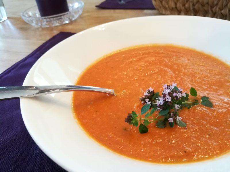 Maukas tomaattikeitto - resepti koko perheen herkulle
