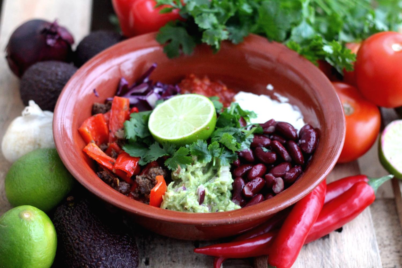 Värikäs ja maukas Texmex Härkis bowl