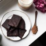 Helppo kuuden raaka-aineen brownie!